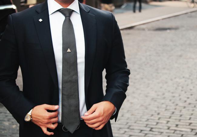 Các loại ghim cài áo phong cách mới cho thời trang Nam